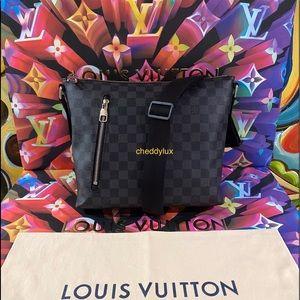 ♠️🖤♠️Authentic Louis Vuitton Mick Messenger Bag